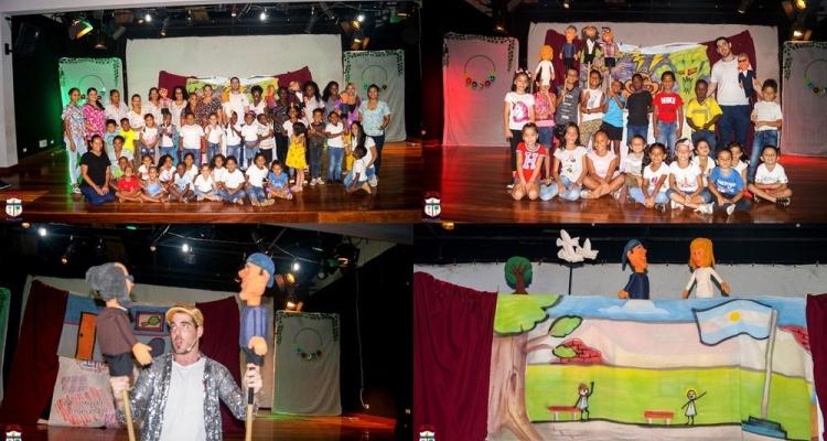 Niños y niñas del CECUDI disfrutan de teatro en vivo