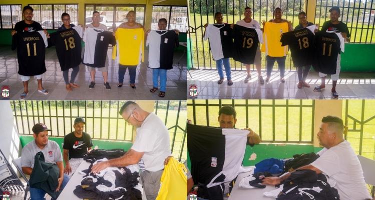 Municipalidad de Limón entrega uniformes deportivos en Liverpool