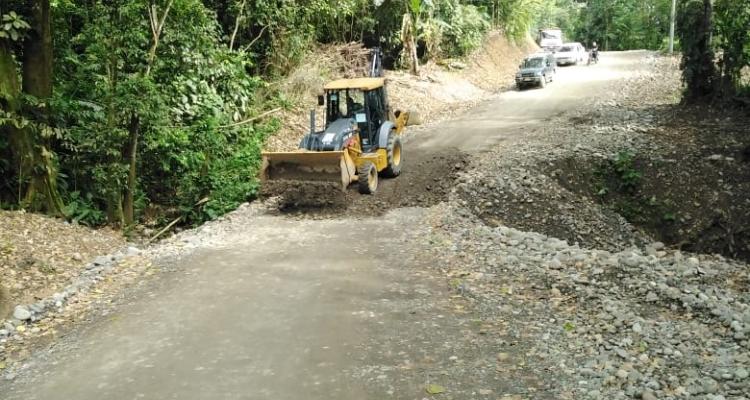 Municipalidad de Limón mejora las calles del Valle de la Estrella